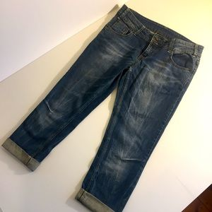 EXPRESSION sz 10 ankle grazer distressed jeans
